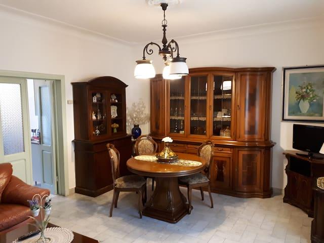Spaziosa casa in centro a due passi dal mare - Carrara - House