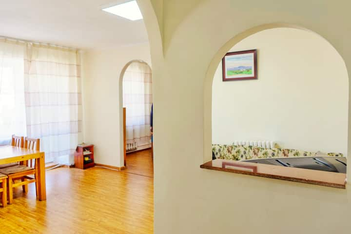 Downtown UB   Bright & Comfortable Apartment