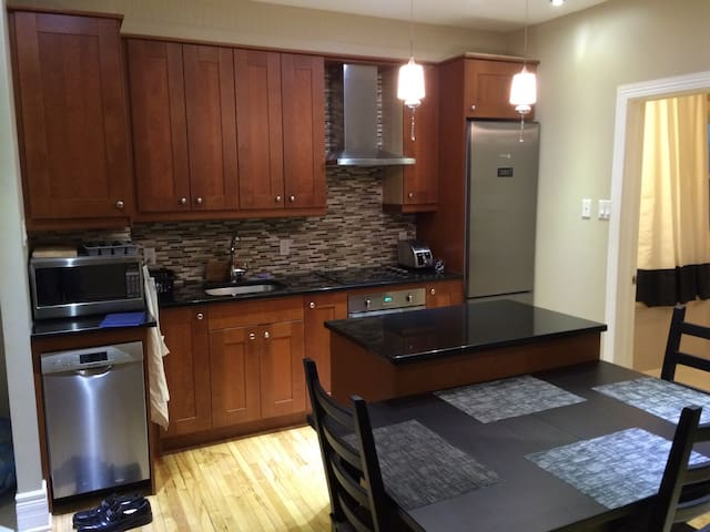 2-Bedroom Apt in Mile-End/Outremont - Montreal - Apartamento
