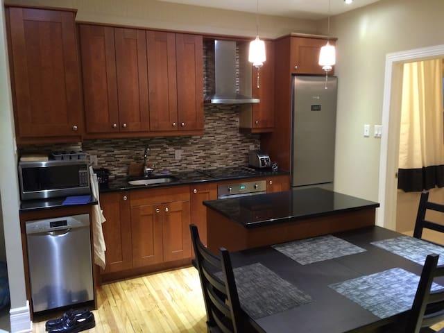 2-Bedroom Apt in Mile-End/Outremont - Montréal - Apartment