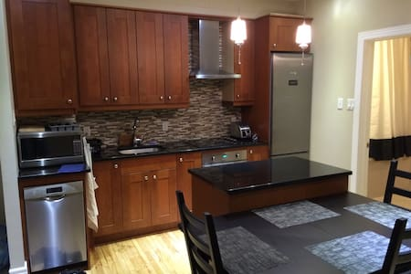 2-Bedroom Apt in Mile-End/Outremont - Montréal - Apartment