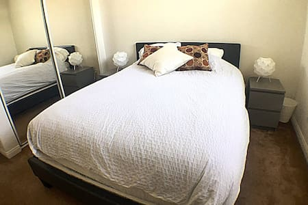 PRIVATE BRIGHT ROOM NEAR SANTA MONICA