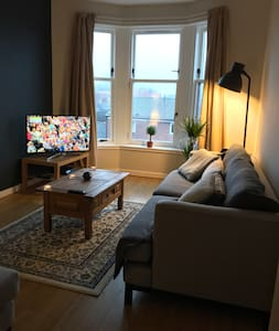 Clean & Cosy Room in Modern West End Flat