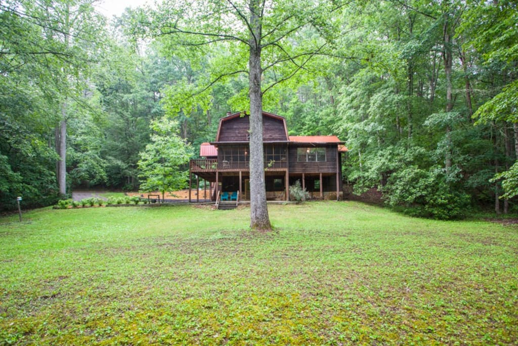 Large spacious yard along the creek for family games
