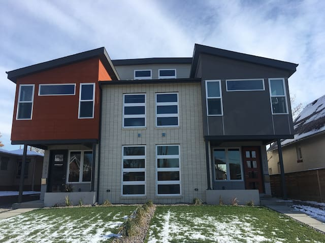 Brand New 3 bdrm with Rooftop! - Denver - Talo