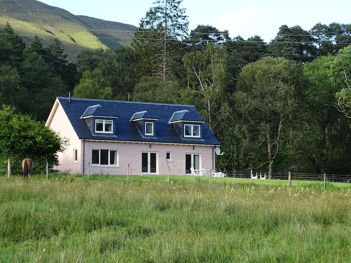 Tigh Beag, Conaglen Estate, West Highland Cottage