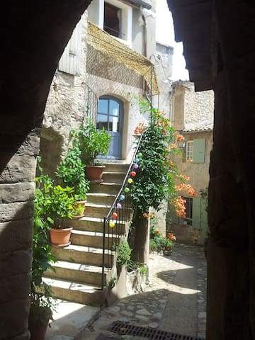 House in a typical village in Provence - Venterol