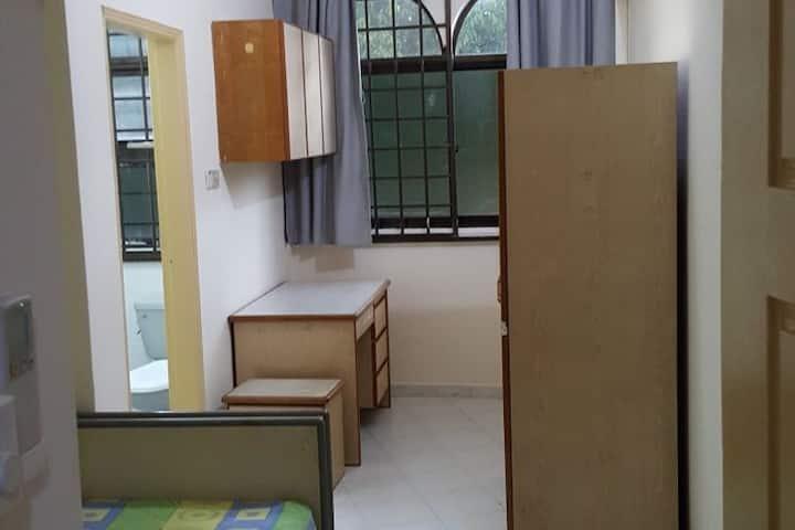 Private Master Bedroom/Paya Lebar MRT/Sims Ave