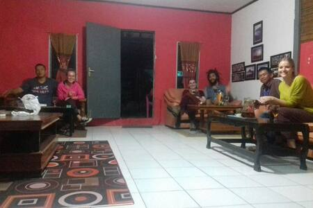 Clean accomodation for Backpackkers - Jawa Barat, ID