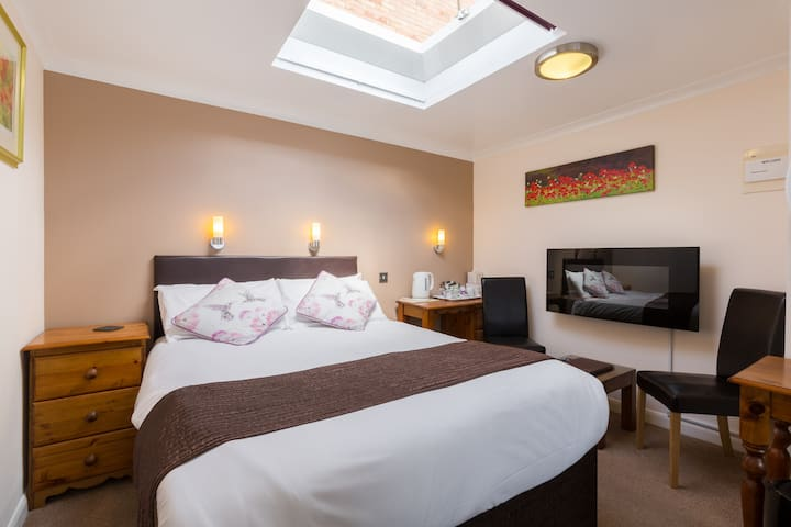 Triple room, walking distance into town
