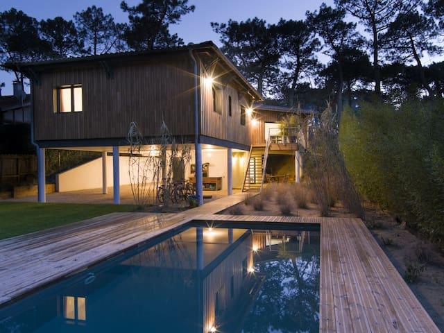 villa d'architecte 4 chambres piscine plage - La Teste-de-Buch - Huvila