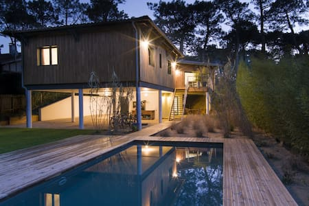 villa d'architecte 4 chambres piscine plage - La Teste-de-Buch - วิลล่า