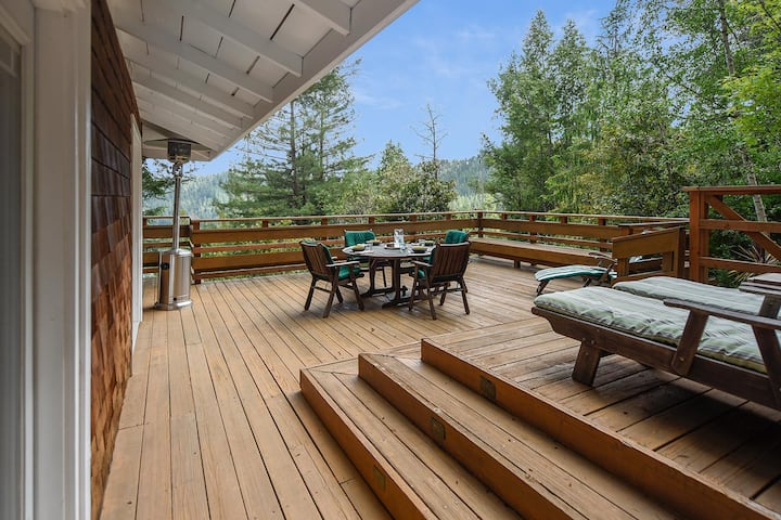 Summit House - Private Hillside Retreat with Treetop Views, Sun, Hot Tub, Close to Town