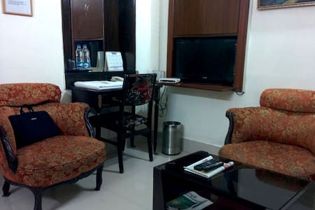 Spacious and a simply furnished room in Ballygunge - Calcutta - Maison