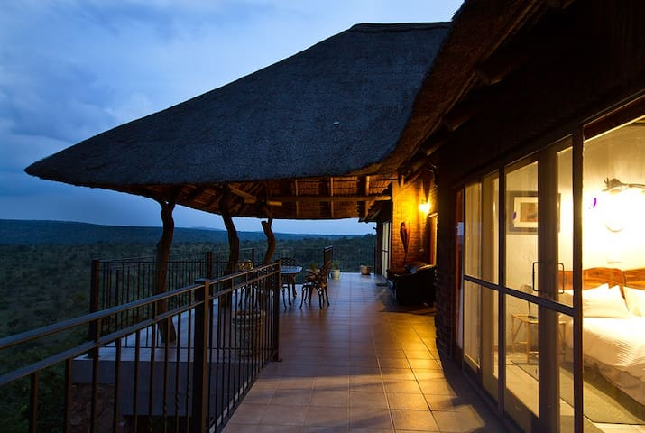Mabalingwe Reserve - Uzuri Private Game Lodge