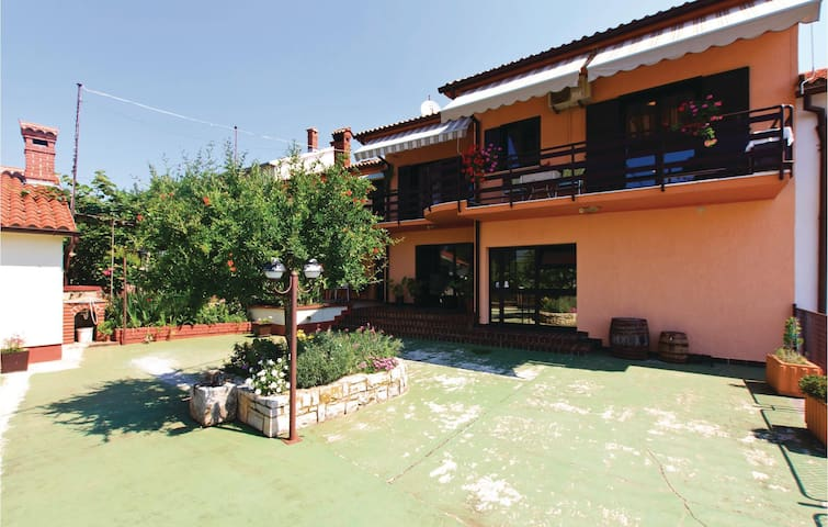 Holiday apartment with 1 bedroom on 61 m² in Peruski