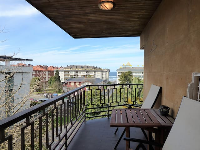 Bonito apartamento con vistas al mar en Sanz-Enea