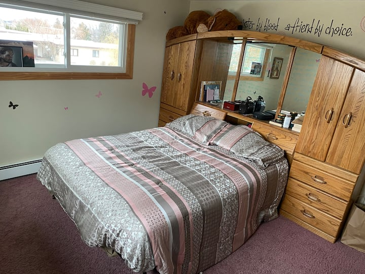 Private Bedroom with comfy Queen size bed