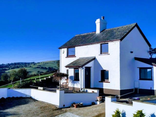 Welsh Mountain Farmhouse - breathtaking views
