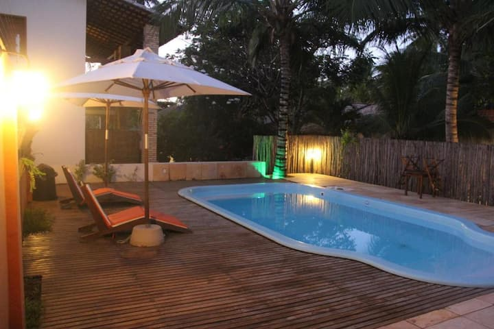 Casa com piscina 4 suítes 100 m da praia