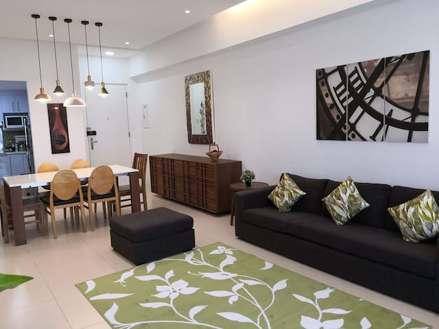 *New*/Netflix/Free parking 2BR in BGC