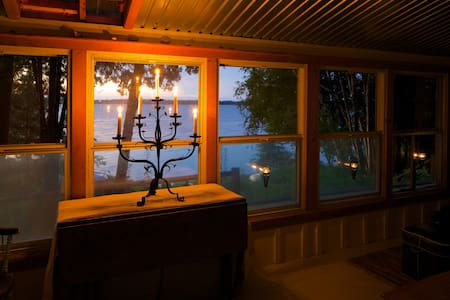 Secluded,Off-grid,Cozy,Waterfront cabin for 2 - Prince Edward