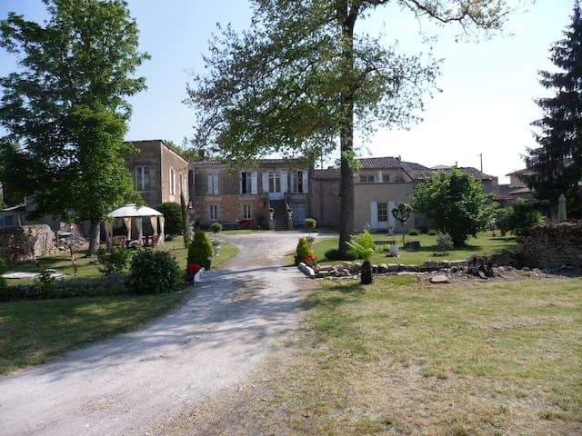 Gite à Blaye 1er Etage - Saint-Martin-Lacaussade - Hus