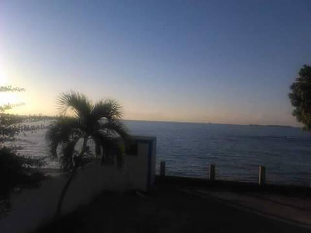 CASA FRENTE AL MAR CARIBE c/ AREA PRIVADO DE PESCA - Ponce - Dom