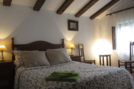 Finca Vegana guest room no2 with en suite bathroom - Bocaleones - 住宿加早餐
