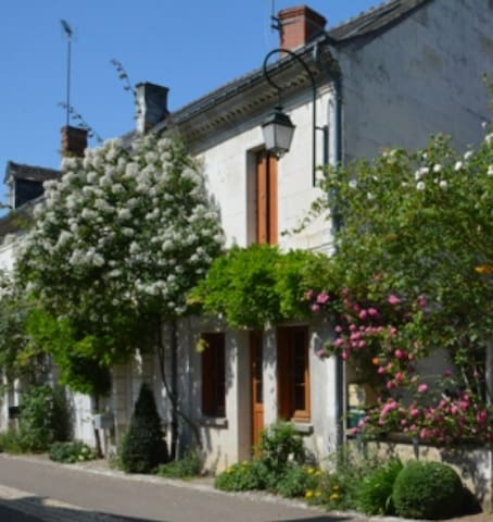 Charming old house in a garden village - Chédigny - Talo