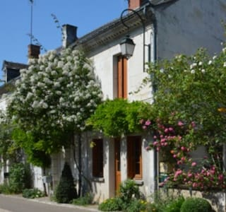 Charming old house in a garden village - Chédigny - Casa