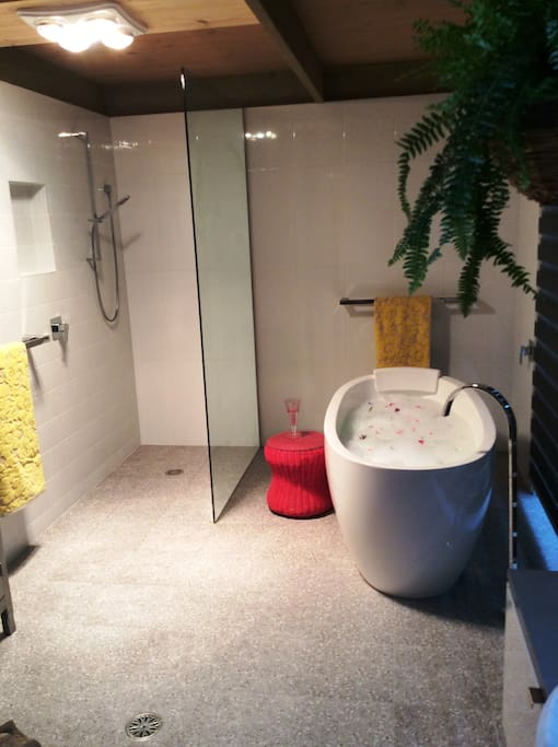 Ensuite Bathroom 1 - Spacious with large bathtub, shower, toilet and wash basin