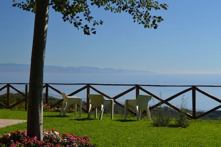B&B L'Infinito Guest House - Sicily-Catania - Etna - Sant'Alfio - Bed & Breakfast