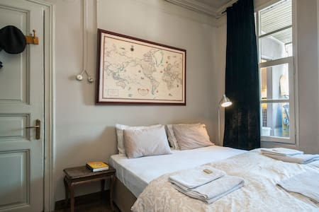 Room in Historic Flat by Bosporus - Istanbul - Wohnung