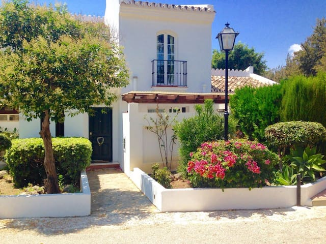 Townhouse in Estepona, 200m from the Beach - Estepona - Hus