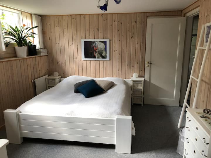 Charming room in Aarhus N with own entrance