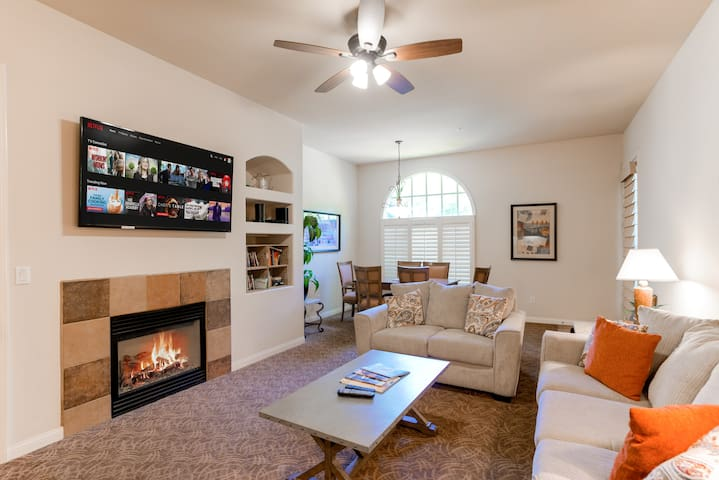 Living Room, Dining room, Fireplace, TV