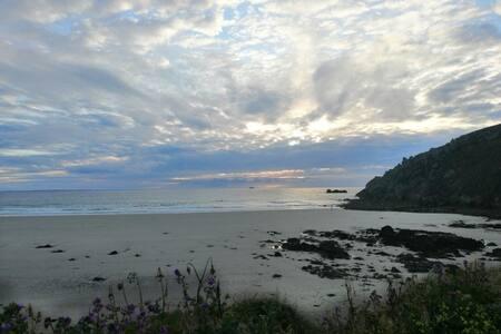 Grande maison à proximité de la mer