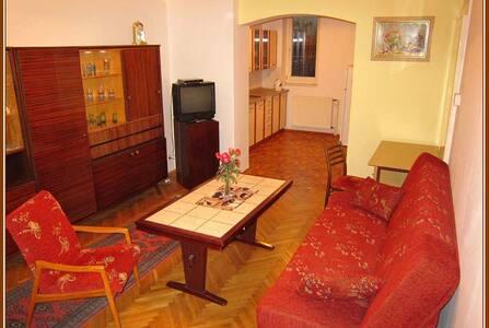 Báječný domov, Cosy Home. Apartma B - Tábor - Haus