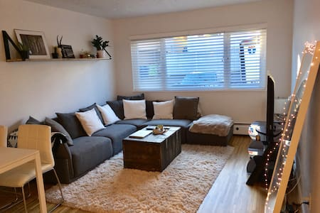 Kits Beach Apartment! - Vancouver