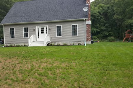 Cozy house in the woods! 3br, 3bth - East Lyme