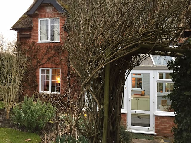Delightful cottage in beautiful rural Hampshire