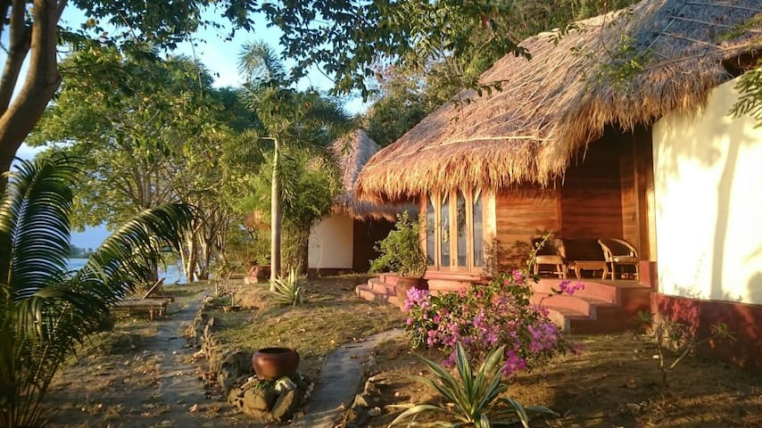 "Via Vacare "" Paradise eco-lodge with seaview"""