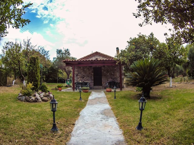 Πέτρινο σπίτι με τζάκι και τεράστια αυλή! | Πάτρα