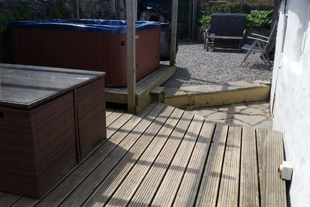 Decking area for outside dining and relaxing in the hot tub.