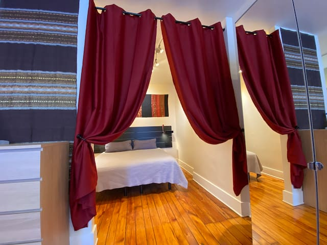 King Bedroom Nook, with Dual Adjustable bed and Sleep Number System