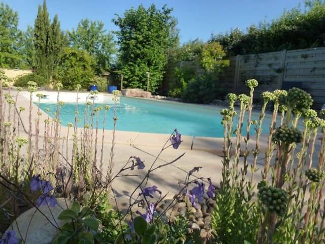 belle maison avec piscine - Dracy-le-Fort - House
