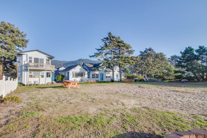 Family and dog-friendly oceanfront getaway w/ shared patio - close to the beach