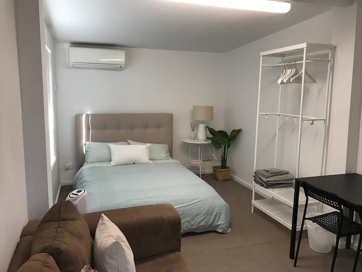 Nedlands Convenient and Quiet Short Stay