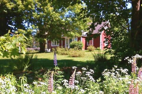 Idylliskt hus nära skog och Ronnebyån.